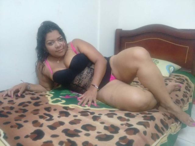 Dark haired Latina plumper Daylene Rio having sex with large dick  1574917