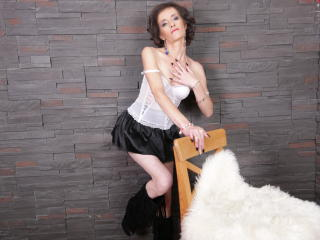 Webcam model ClarisaBeauty from XLoveCam