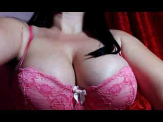 Webcam model QueenMaya from XLoveCam