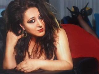 SeductiveBustyBabe cam dominatrix
