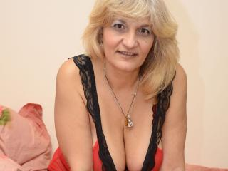 Webcam model YourLadyHott from XLoveCam