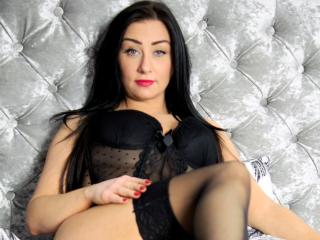 Webcam model TheOneColine from XLoveCam